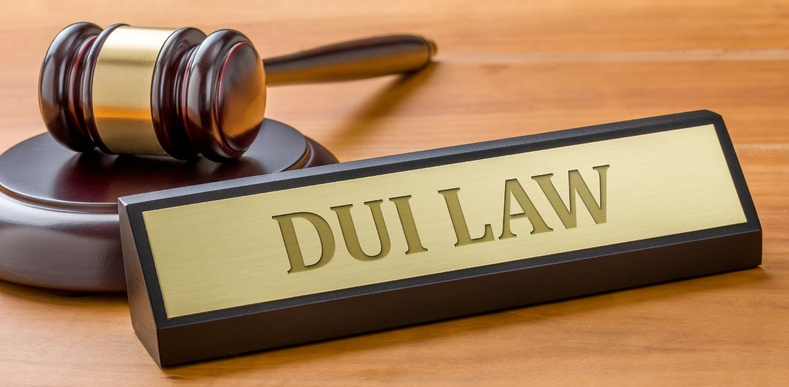Gavel with plaque saying DUI